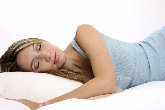 Полезно ли спать на подушке