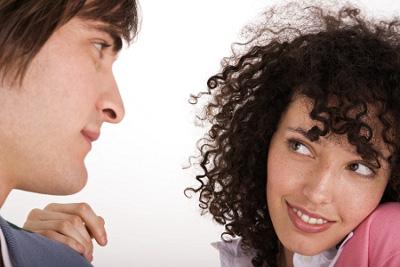 почему девушки первые знакомятся с парнями